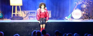 45 KESS auf Bühnenkante